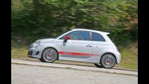 Al volante della Fiat 500 Abarth
