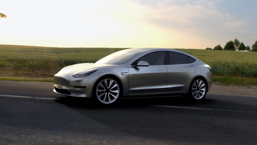 Paris Otomobil Fuarı Tesla Model 3'ün tanıtımını onayladı, firma reddetti