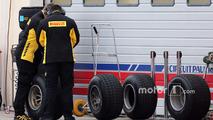 Des techniciens Pirelli