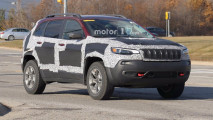 Jeep Cherokee restyling, le foto spia
