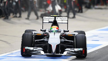 Esteban Gutierrez (MEX) Sauber C33 makes a pit stop, 20.04.2014, Chinese Grand Prix, Shanghai, China / XPB