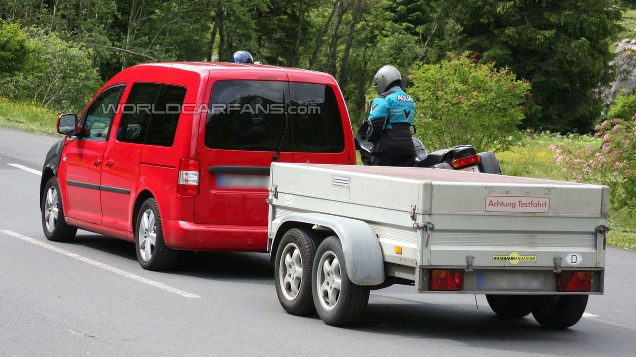 2010 VW Caddy facelift spy photo