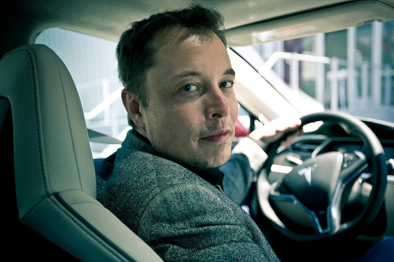 Elon Musk, tanıtım tarihinin ertelediğini duyurdu
