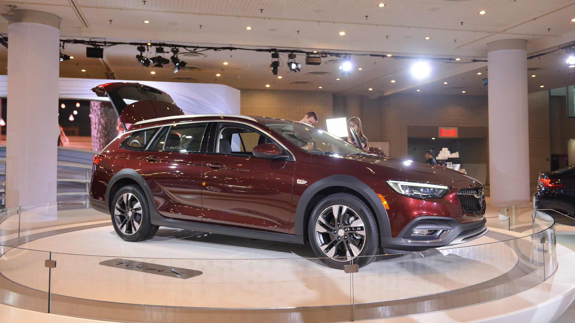 2018 buick regal lands in new york as the american insignia. Black Bedroom Furniture Sets. Home Design Ideas