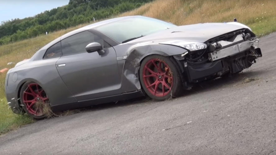 Nissan GT-R with 2,000 hp loses control at 218 mph