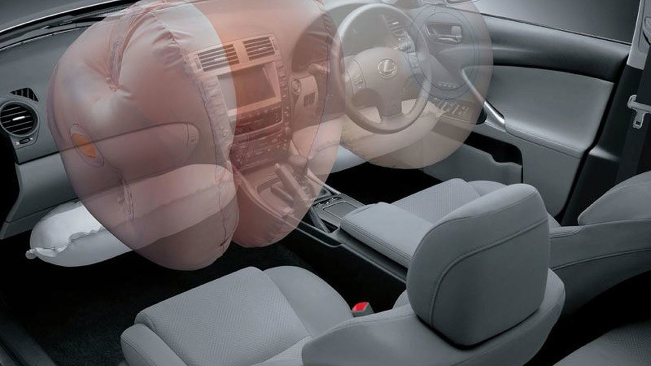 Lexus twin-chamber airbag technology