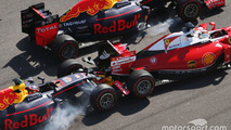 Daniil Kvyat, Red Bull Racing RB12 crashes into Sebastian Vettel, Ferrari SF16-H at the start