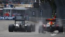 Lewis Hamilton, Mercedes AMG F1 W07 and Daniel Ricciardo, Red Bull Racing RB12