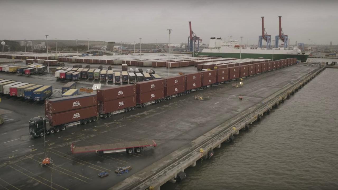 Volvo FH16 pulls 827 tons