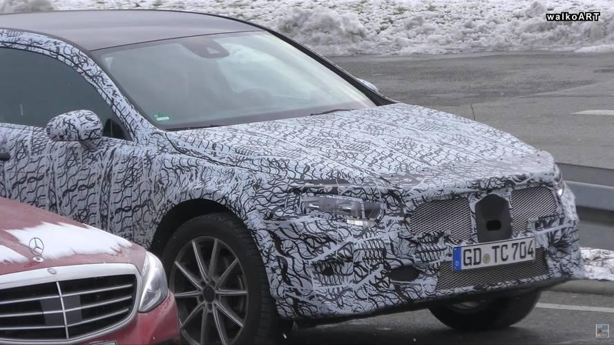 Mercedes-Benz GLA Photos espion