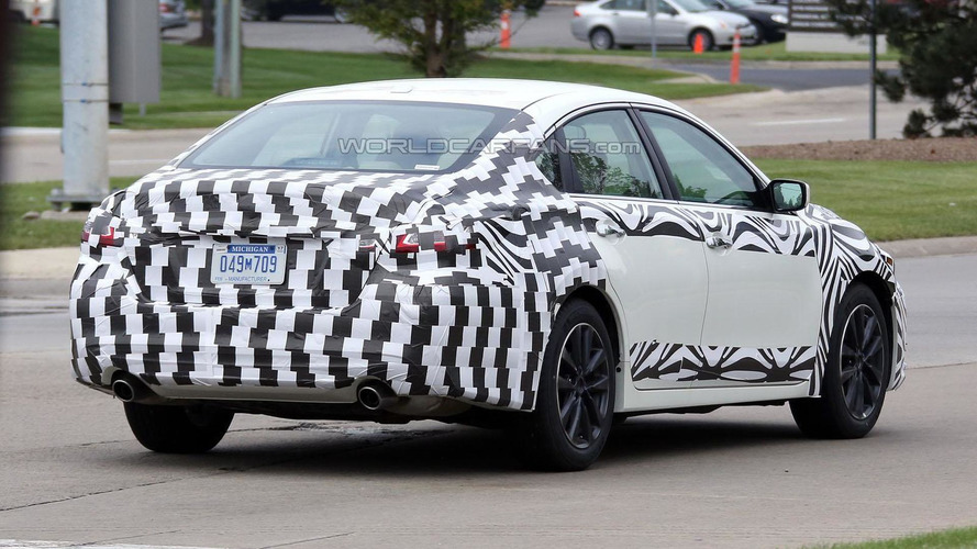 2016 Nissan Altima facelift spied in the United States