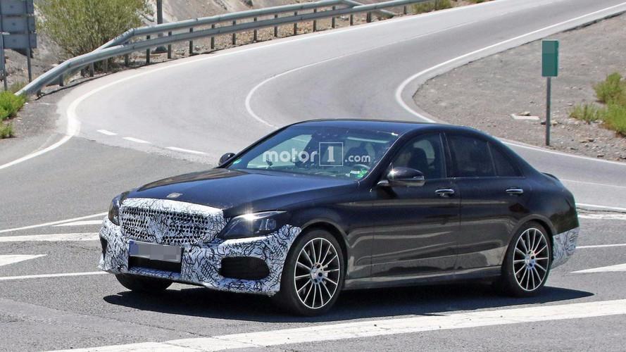 Makyajlı Mercedes-Benz C-Serisi yeni kabiniyle yakalandı