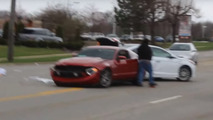 Ford Mustang, Hyundai crash