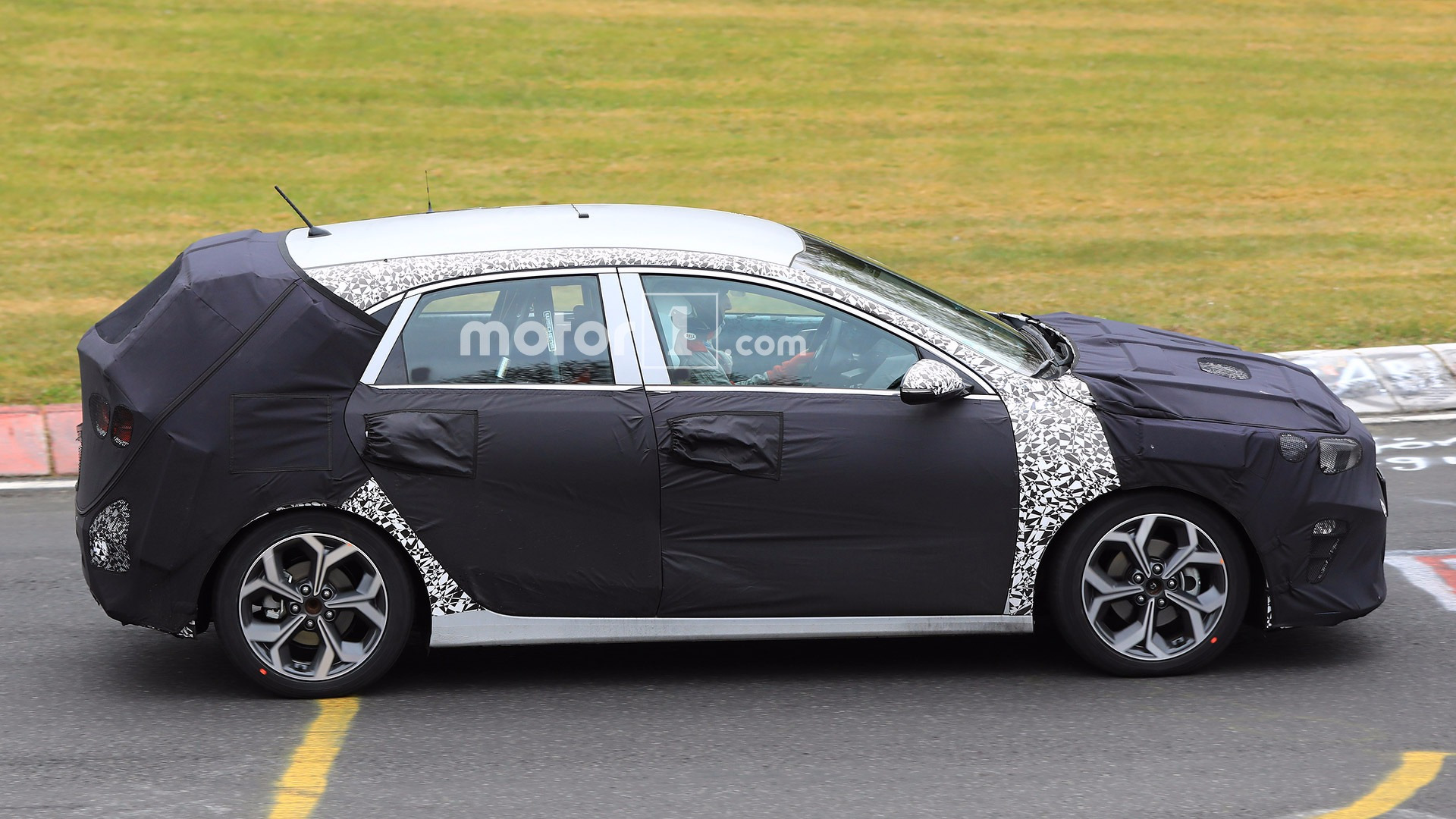 2018 kia cee 39 d spied again at nurburgring. Black Bedroom Furniture Sets. Home Design Ideas