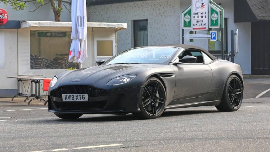 Aston Martin DBS Superleggera Volante kamuflajlı olarak yakalandı