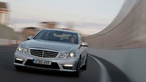 Mercedes E 63 AMG drifting on wet racetrack [Video]