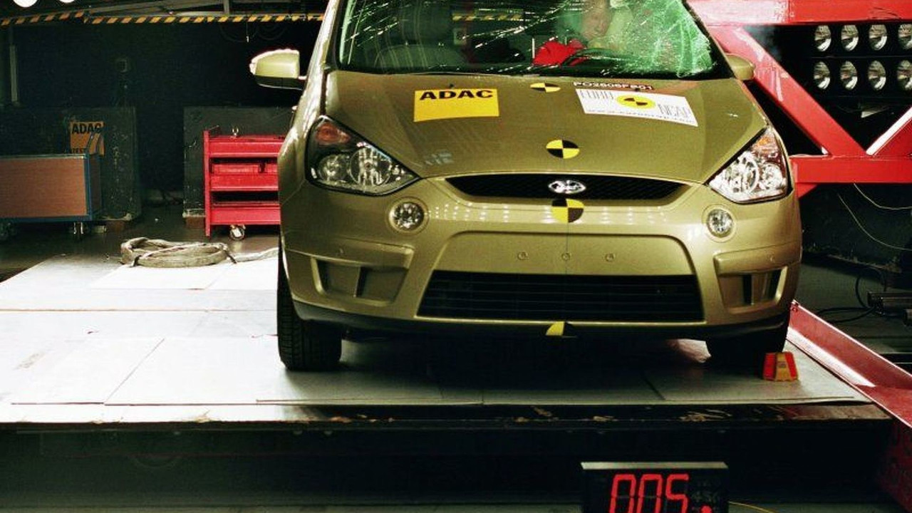 Ford S-Max Euro NCAP crash test