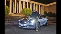 Opel Astra, il test dei fari intelligenti
