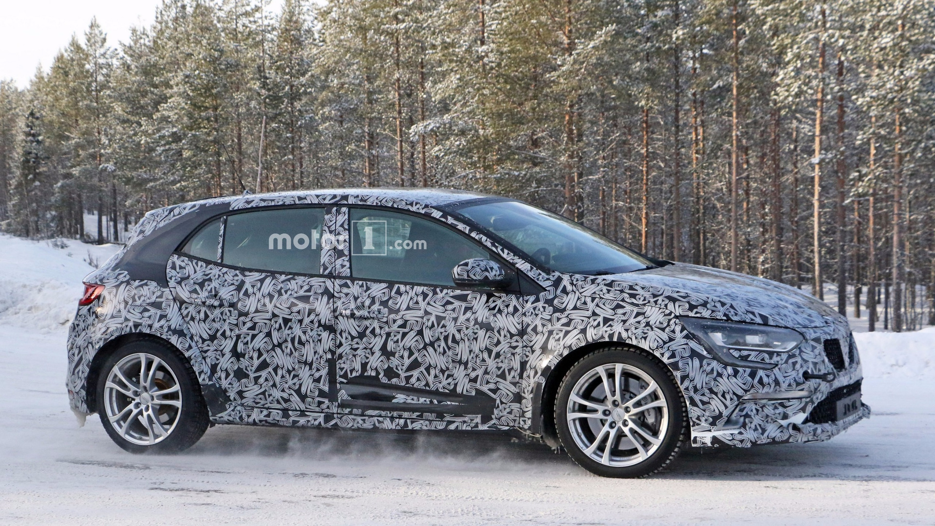 2018 renault megane rs spied testing underneath gt body. Black Bedroom Furniture Sets. Home Design Ideas