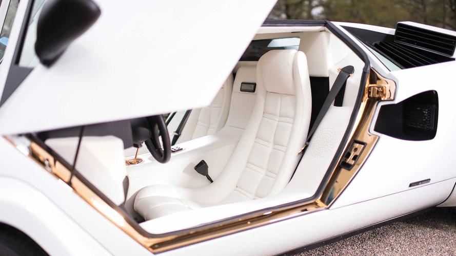 Altın kaplamalı Lamborghini Countach