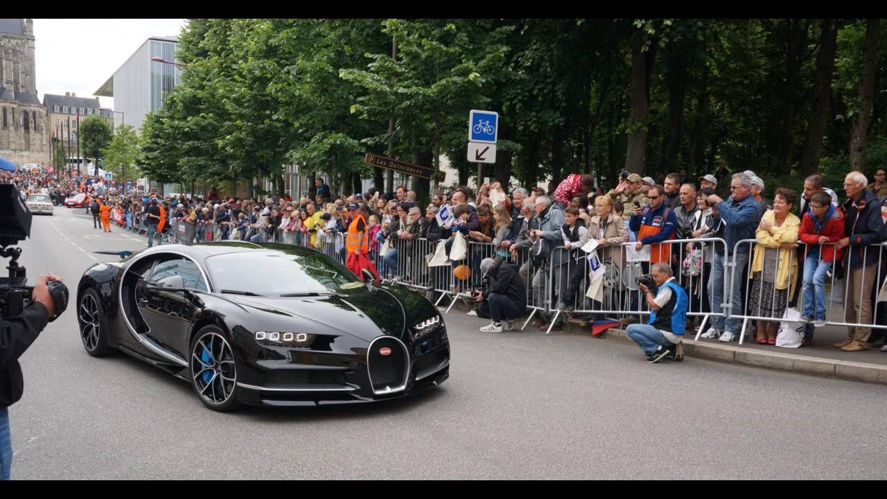 Novo Bugatti Chiron desfila a 380 km/h para o público em Le Mans