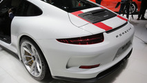 Satellite too slow to keep up with Porsche 911 R in new ad [video]