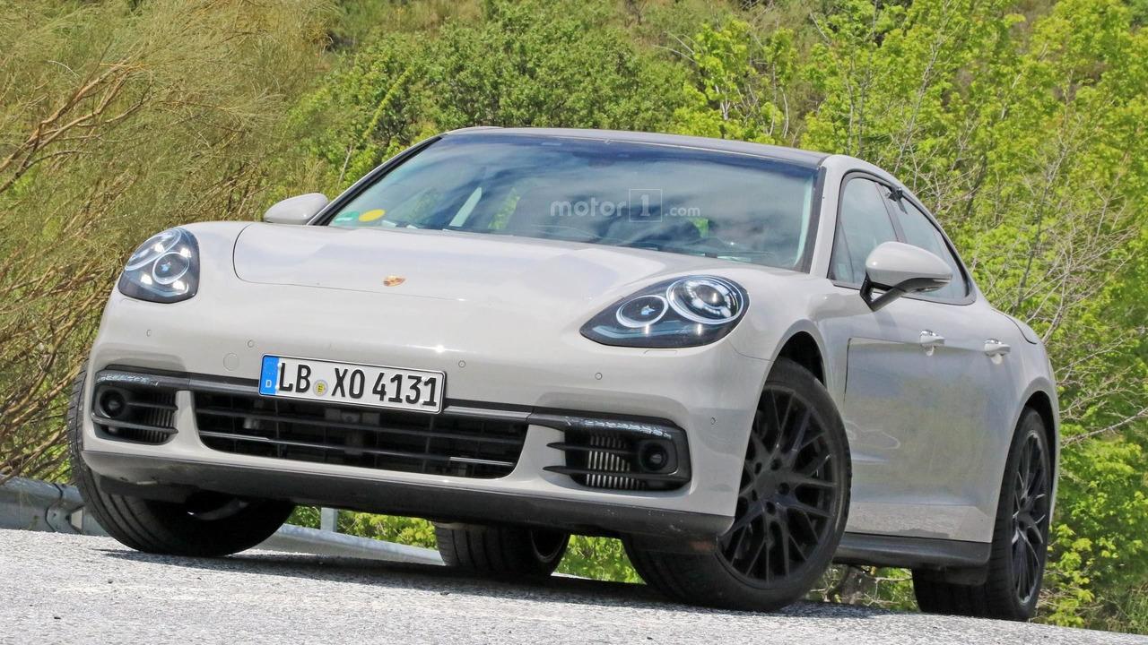 2017 Porsche Panamera spy photo