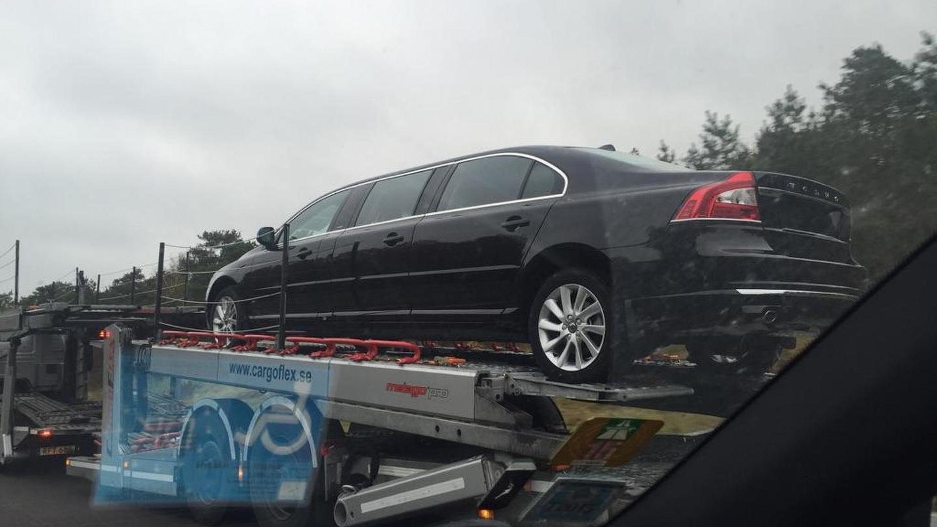 & Six-door Volvo S80 limousine caught on camera Pezcame.Com