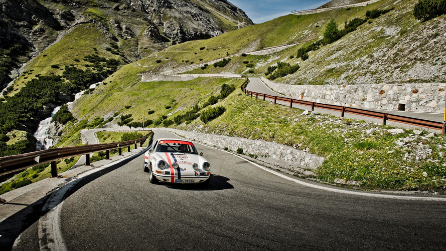VIDÉO - Le col du Stelvio en Porsche pour un livre