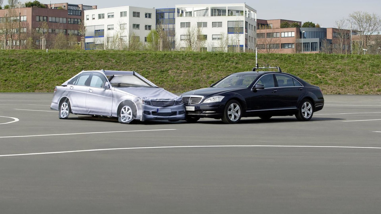 """""""Automated Driving"""" at Mercedes-Benz - For testing future-generation driver assistance the Mercedes-Benz engineers make use of the """"Soft Crash Target."""