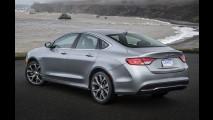 Chrysler anuncia inédito sedã 100 para brigar com Corolla, e mais dois SUVs