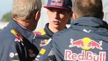 Max Verstappen, Red Bull Racing avec Dr Helmut Marko, consultant Red Bull