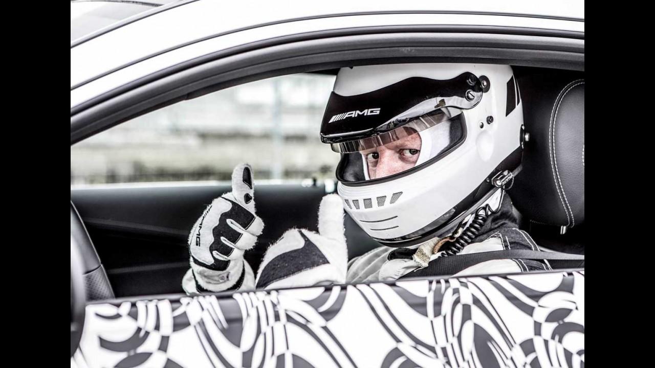 Mercedes-AMG mostra novo C63 Coupe acelerando em teaser - vídeo