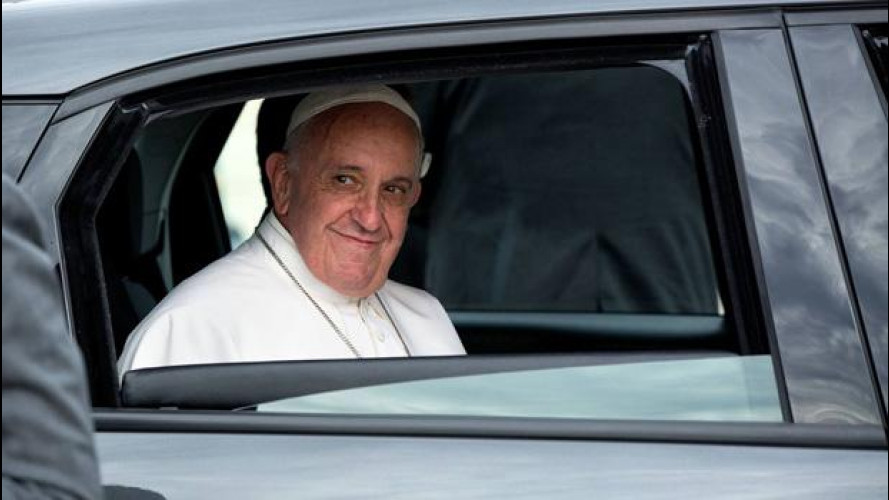 La Fiat 500L di Papa Francesco in vendita per beneficenza