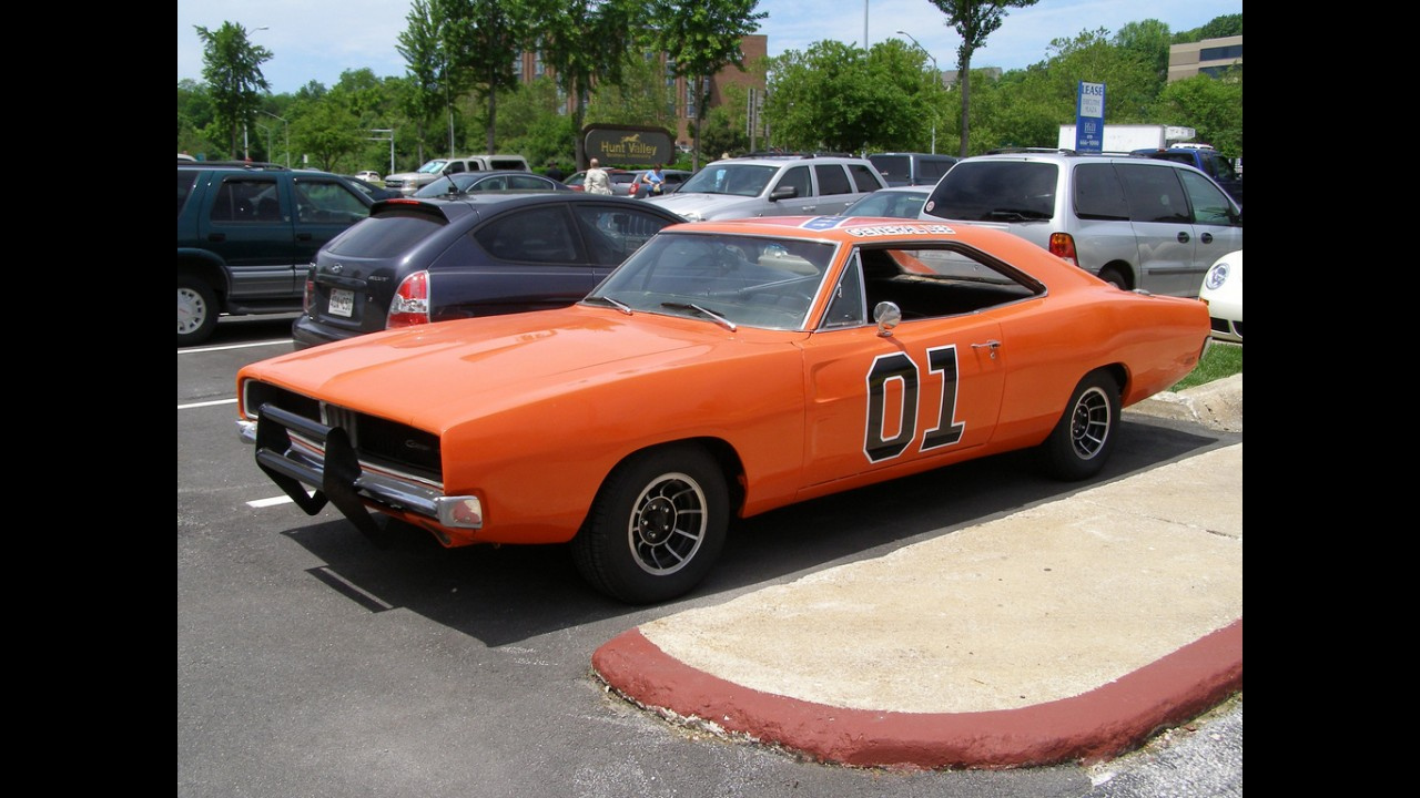 Dodge charger general lee for Is dodge general motors