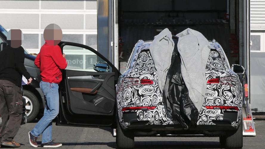 2017 Audi Q5 spied with the door open