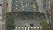VIDÉO - La chaussée d'une avenue s'effondre à Fukuoka