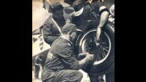 Tecnici Pirelli al GP di Monza nel 1950