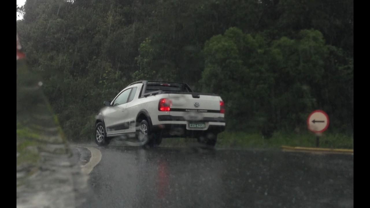 Flagra: VW testa Saveiro com novo motor 1.6 16V até debaixo d'água