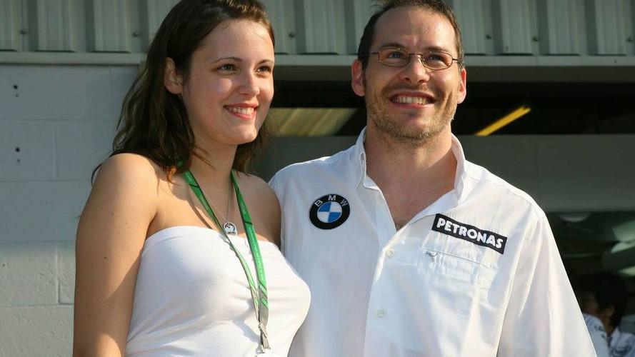 Divorced Villeneuve still looking for F1 return