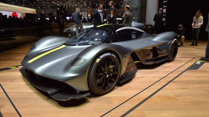 Cenevre'de tanıtılan Aston Martin Valkyrie V12 motorlu bir rokete benziyor