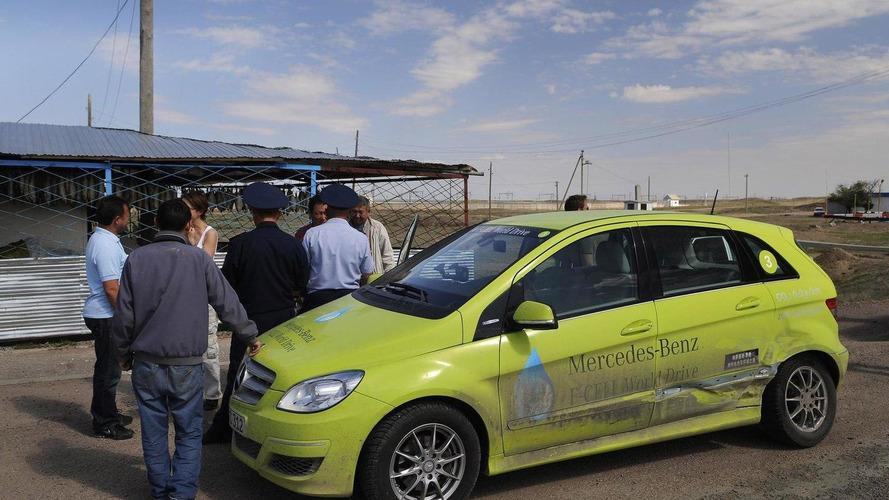 Mercedes-Benz B-Class F-Cell crashes in Kazakhstan