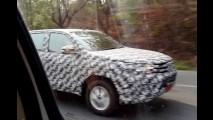 Segredo: Nova Hilux 2015 aparece com frente de Corolla