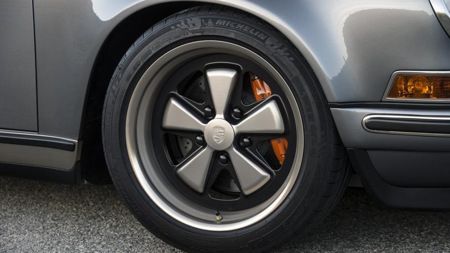 Porsche, yazım hatası yüzünden 30,000 şişe fren hidroliğini geri çağırdı