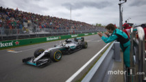 Le vainqueur Lewis Hamilton