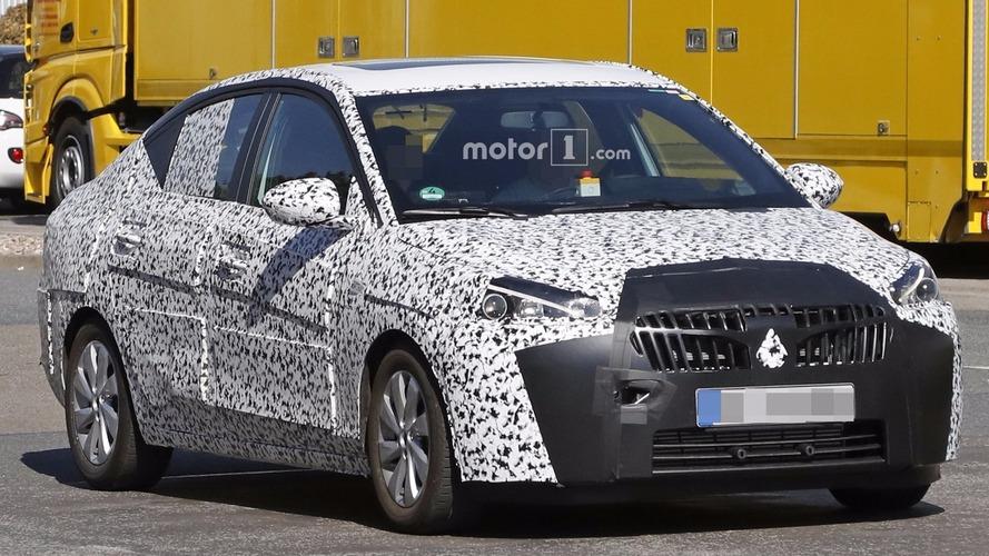 Photos espion - La future Opel Corsa Sedan surprise en cours d'essais