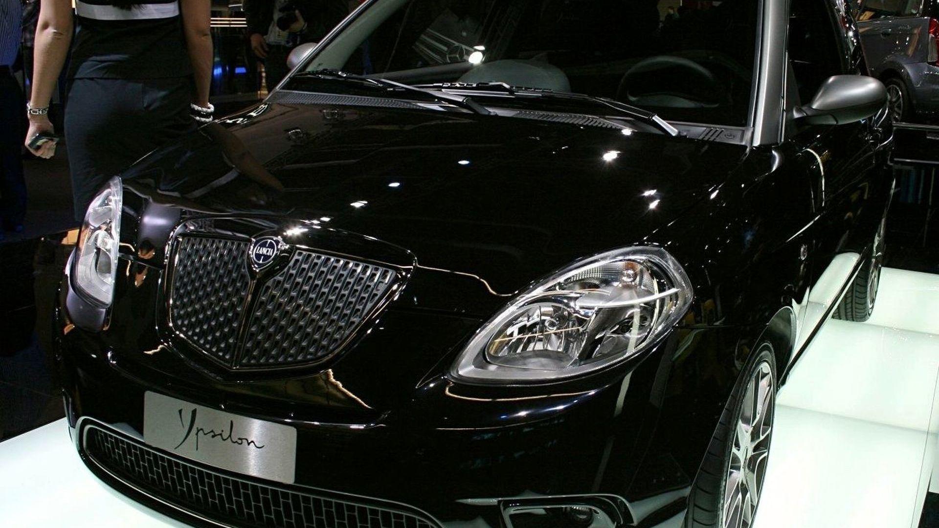 https://icdn-2.motor1.com/images/mgl/e02W/s1/2007-31223-exclusive-new-lancia-ypsilon-sport-momodesign1.jpg