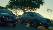 Novo Sentra 2017 já aparece ao lado do Kicks em propaganda da Nissan Brasil