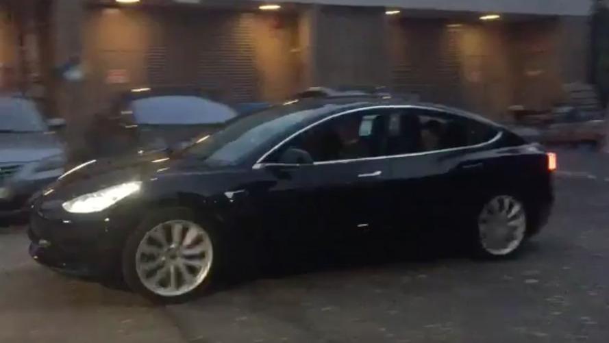 Tesla - Elon Musk publie une vidéo inédite de la Model 3