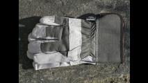 4. Mettiti i guanti da lavoro
